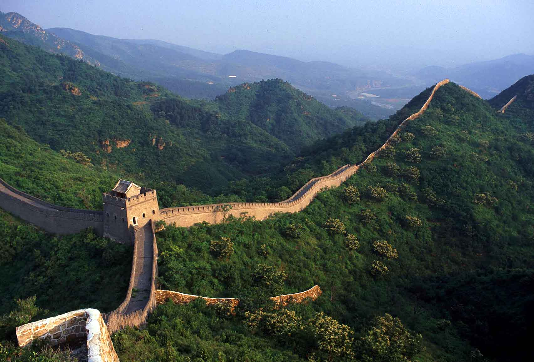 Great-Wall-slide